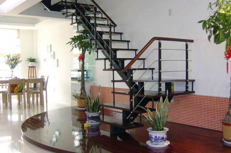 大连钢木楼梯