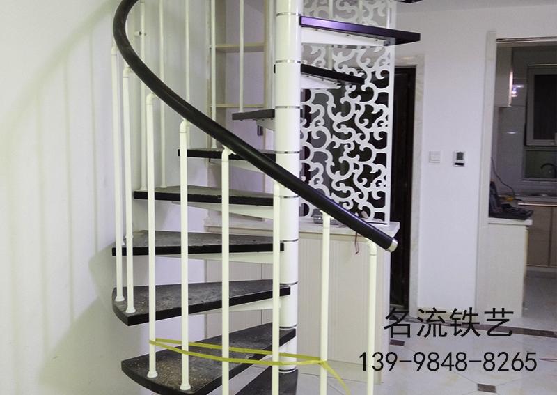 大连钢木楼梯定制