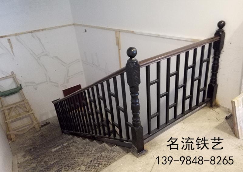 大连铁艺楼梯